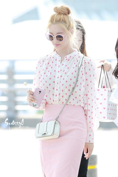 This is PERFECT! Seohyun airport fashion