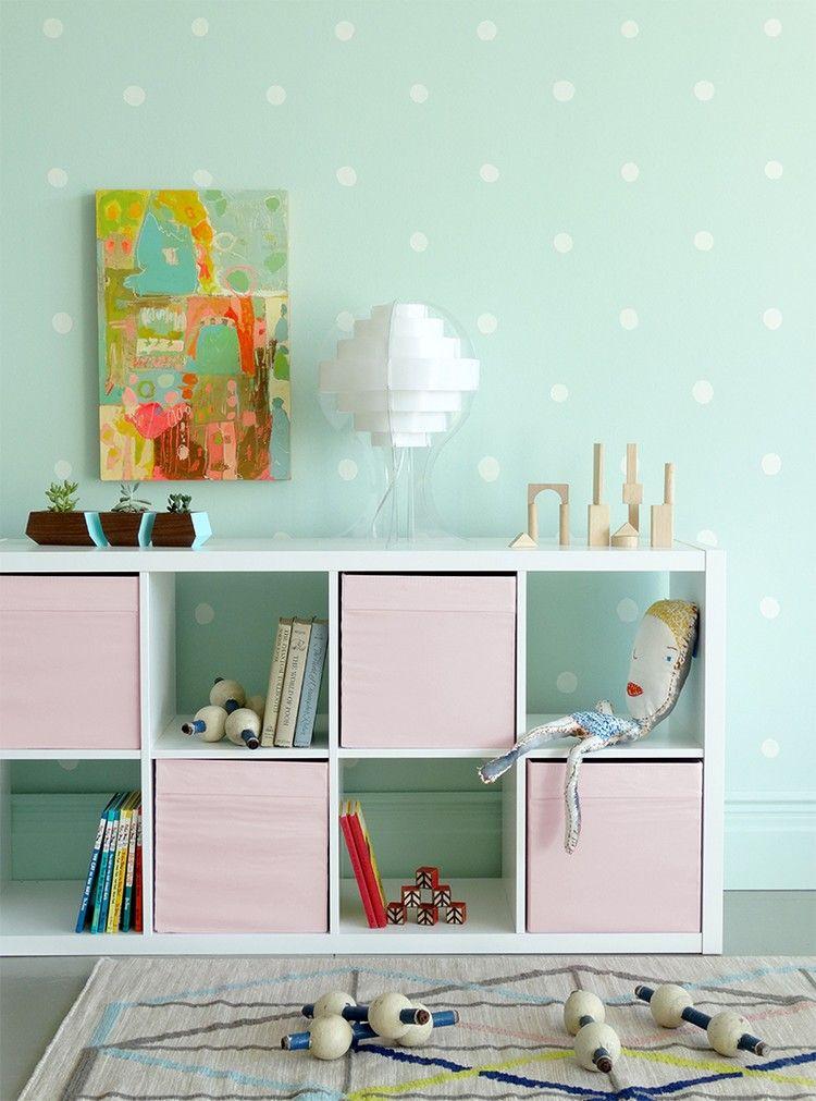 Mintgrune Wandfarbe Weisse Punkte Und Rosa Akzente Interior