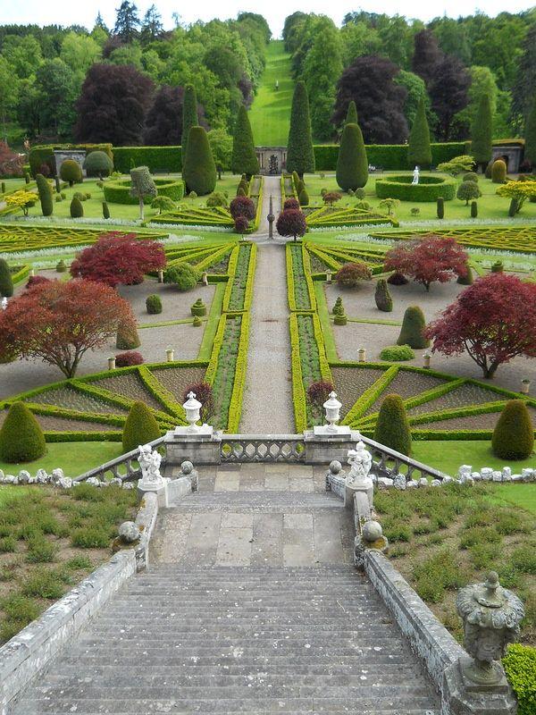 Drummond Castle Gardens Scotland Castle Garden Beautiful Gardens Landscape