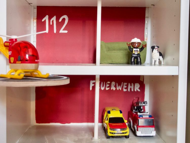 Ikea Hack Fur Kinder So Wird Aus Einem Billy Regal Ein Spielhaus Billy Regal Ikea Regal