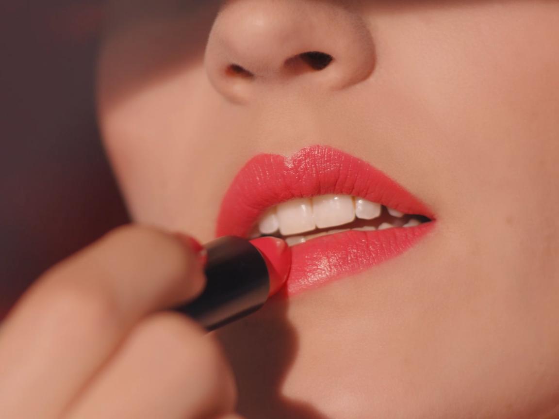 Photo of NEW Laura Mercier Rouge Essentiel Silky Crème Lipstick delivers high-impact col…