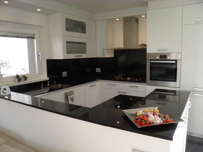 Nero Assoluto India Dunkler Granit Der Ihrem Zuhause Eine Exklusive Optik Verleiht Http Www Granit Arbe Kuchen Inspiration Kuche Granit Arbeitsplatte