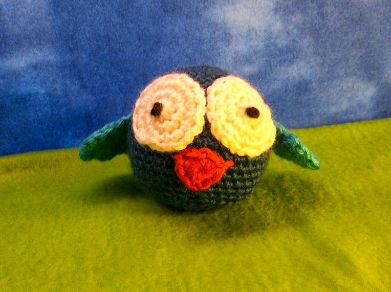 Birdie Ball Rattles - Free Amigurumi Pattern here: http://sheepofdelight.blogspot.com.es/2015/01/birdie-ball-rattles.html