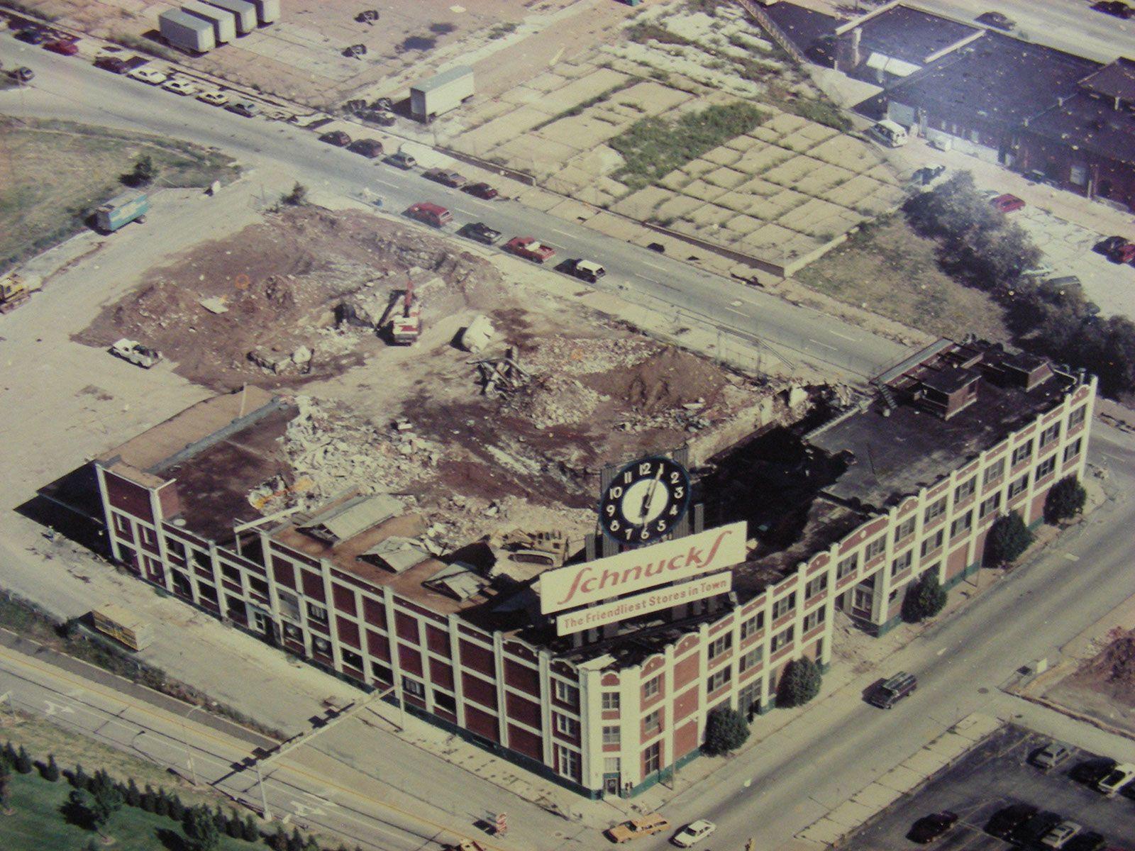 Demolition of the Schnucks market clock - St. Louis, Missouri ...