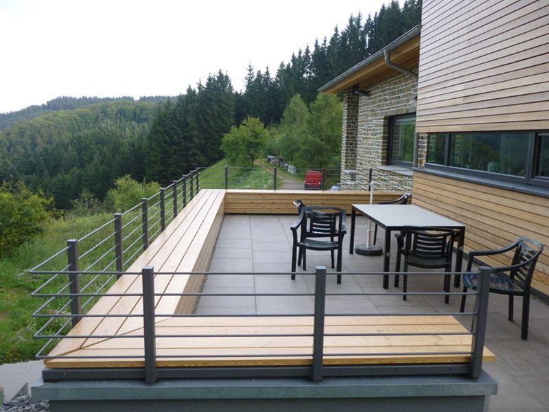 attikaabdeckung sitzbank und gelander in einer konstruktion ausgebildet flachdach. Black Bedroom Furniture Sets. Home Design Ideas