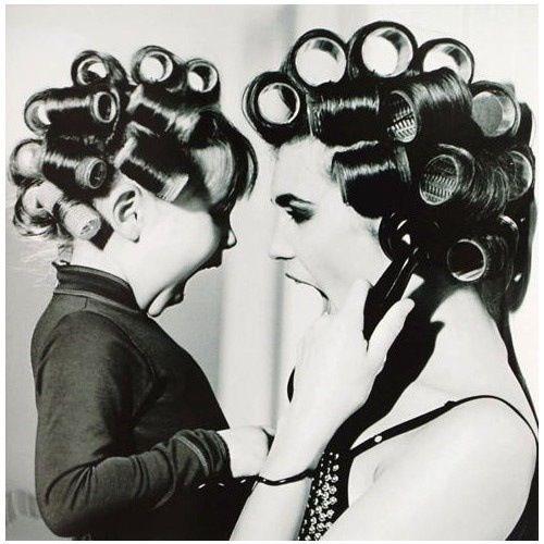 Pronto? Mamma? Sei bellissima oggi! Fotografia mamma e bambina.  (•◡•) Tante altre idee cool per le mamme sul sito ❤ mammabanana.com ❤