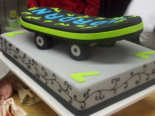 Inspiration For Nate S Groom Cake That Me And One Of My Bridesmaids Will Be Making It Won T B Skateboard Cake Skateboard Birthday Skateboard Party Decorations