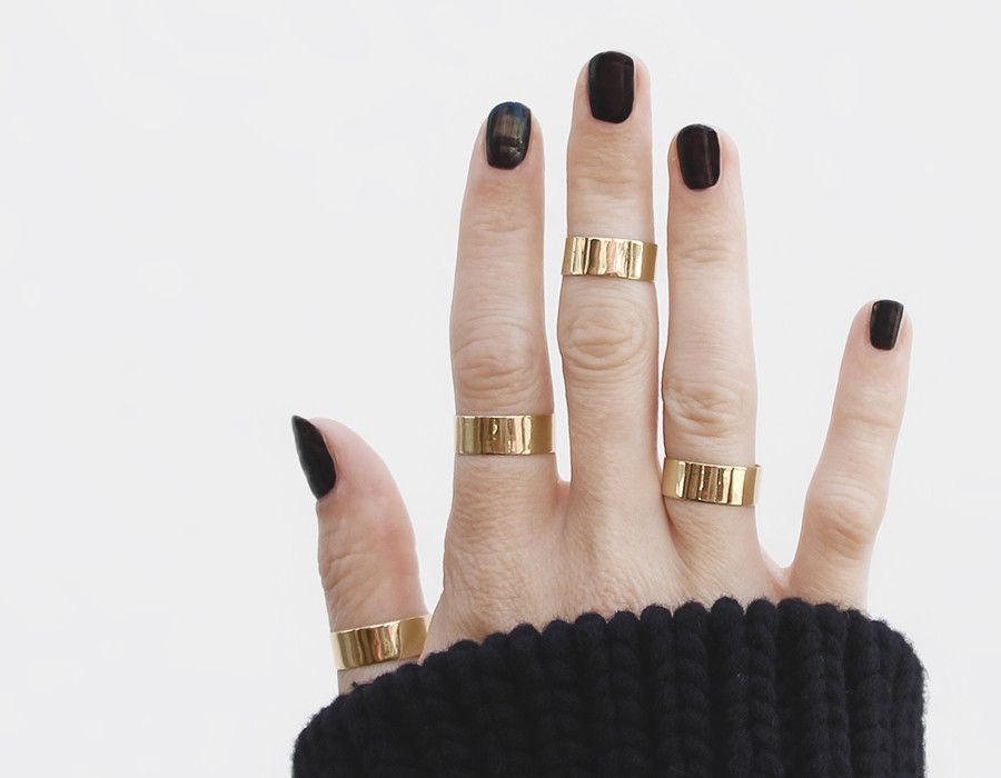 thick gold stackers / vrai & oro