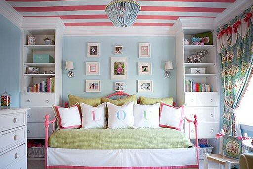look at the ceiling @Vanessa Mitchell u could even do the walls in a soft grey with pink and black or white picture frames non the wall :)