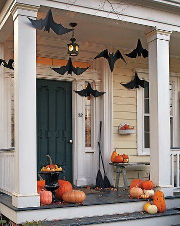 Hanging Bats on front porch \u003c3 Cute Halloween decoration idea - halloween decoration themes