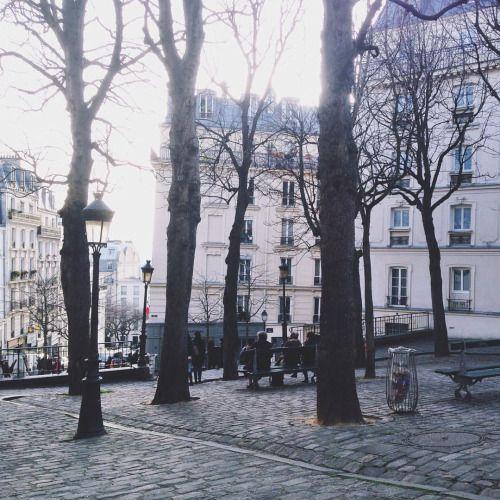joyceinparis:  Stunning winter light in Montmartre ✨#montmartre #paris  (à Paris, France)