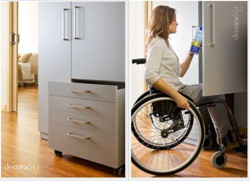 Foto de armário com e sem gaveteiro móvel. cozinhas adaptadas