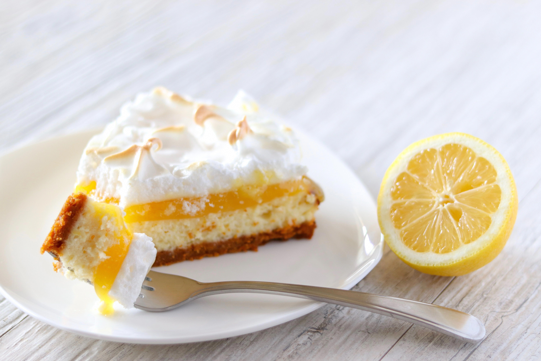 Lemon Meringue Cheesecake Recipe + Lemon Meringue Cheesecake #lemonmeringuecheesecake