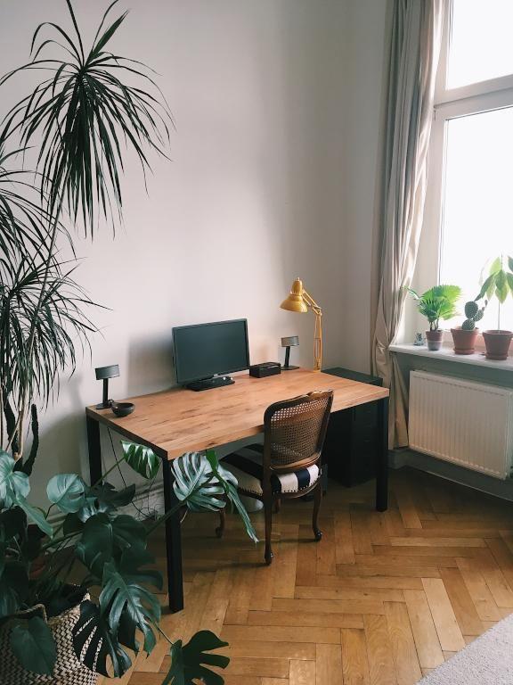 Schönes Homeoffice In Toller Altbauwohnung. #homeoffice #officegoals  #altbau #wohnzimmer #wohnen