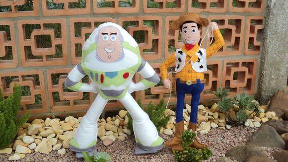 Personagens Woody e Buzz do desenho Toy Story ...