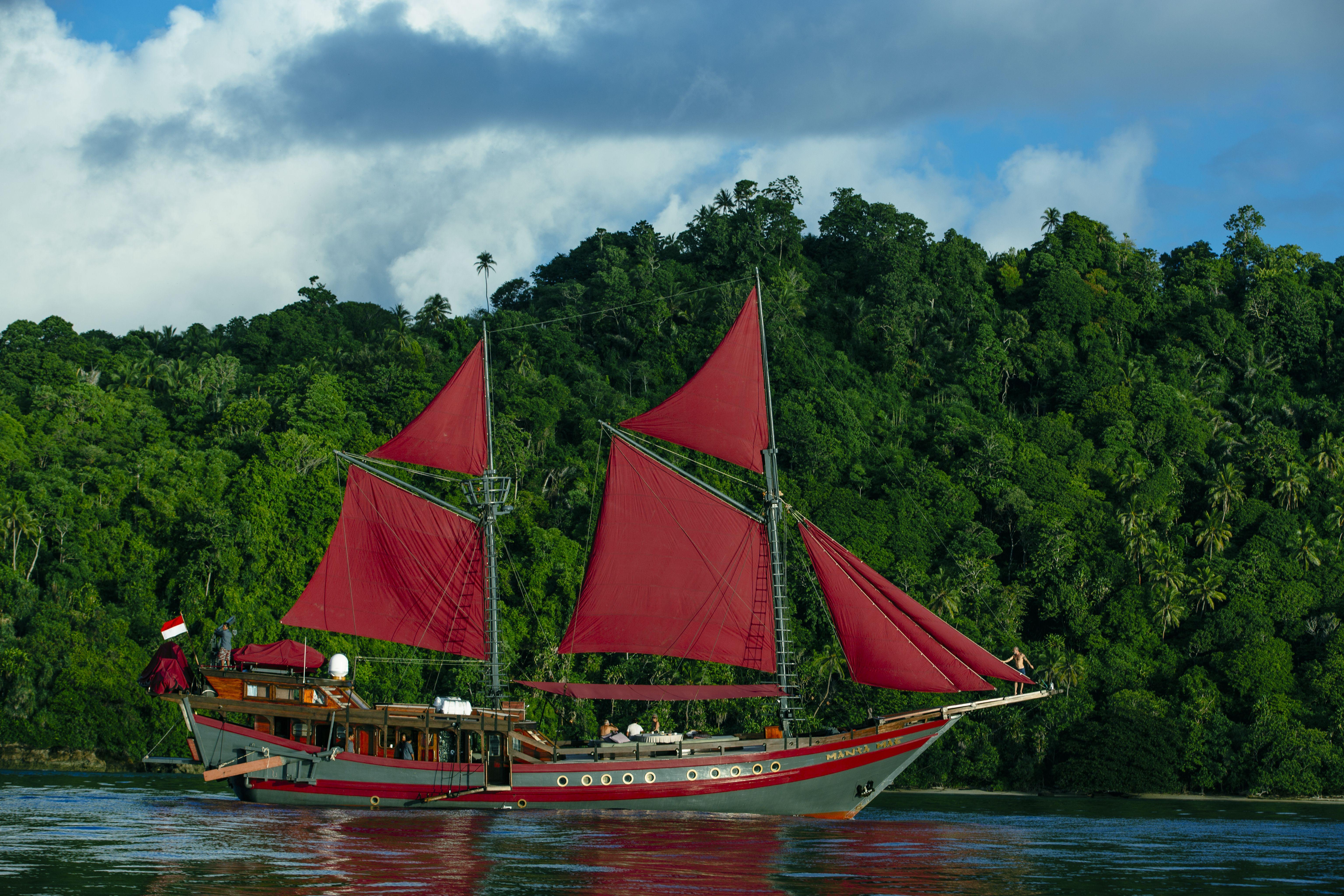 Manta Mae By Hello Flores In 2020 Manta Boat Sailing Ships
