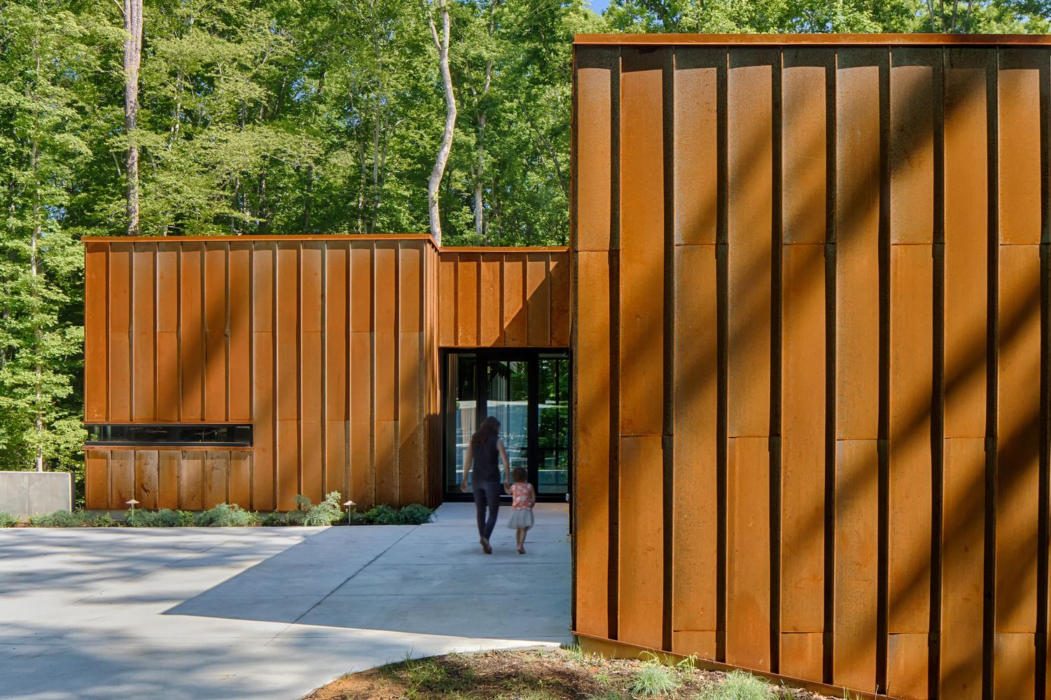 Gallery Of Piedmont Retreat Tonic Design 2 House In The Woods Forest House House And Home Magazine