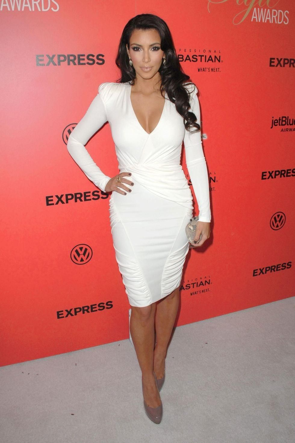 kim-kardashian-in-body-hugging-white-dress-at-hollywood-style-awards ...