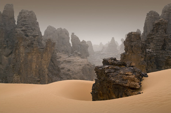 I would never want to end up in a Libyan desert, but it sure is beautiful to look sitting in an office chair.