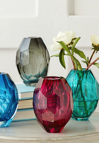 pretty faceted glass vases http://rstyle.me/n/qx2unpdpe