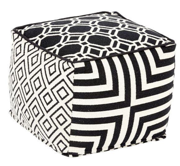 Dieser Hocker ergänzt Ihre Einrichtung um ein praktisches Sitzmöbel und wertet gleichzeitig jeden Raum dekorativ auf. Das schwarz-weiße Möbel in Würfel-Form trägt auf jeder Seite ein anderes kreatives Muster: So entsteht ein besonders trendiger und modischer Look. Die Styroporpolsterung des ca. 45 x 35 x 45 cm (B x H x T) großen Hockers sorgt für optimalen Sitzkomfort. Erweitern Sie Ihr Wohnkonzept um dieses originelle Sitzmöbel!