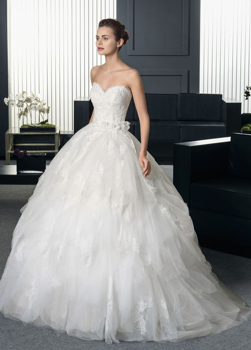 New gorgeous tulle sweetheart neckline natural waistline ball gown