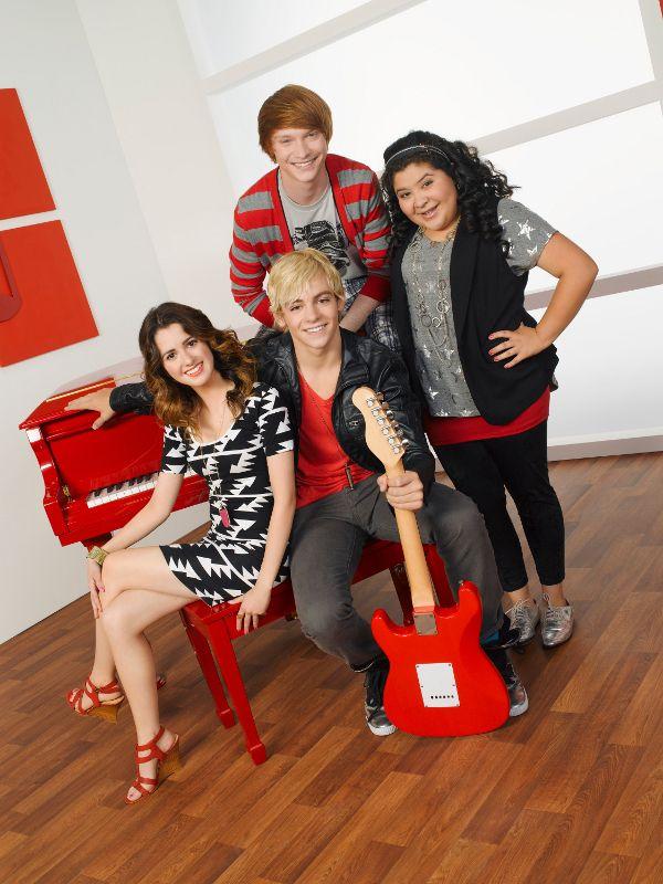 Photoshoot com o elenco principal de Austin & Ally.
