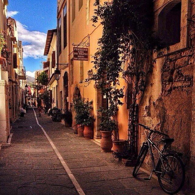 Walk around the #OldTown of #Rethymno in the #evening! #Reaxation #Crete #Greece Photo credits: @stsiplaki