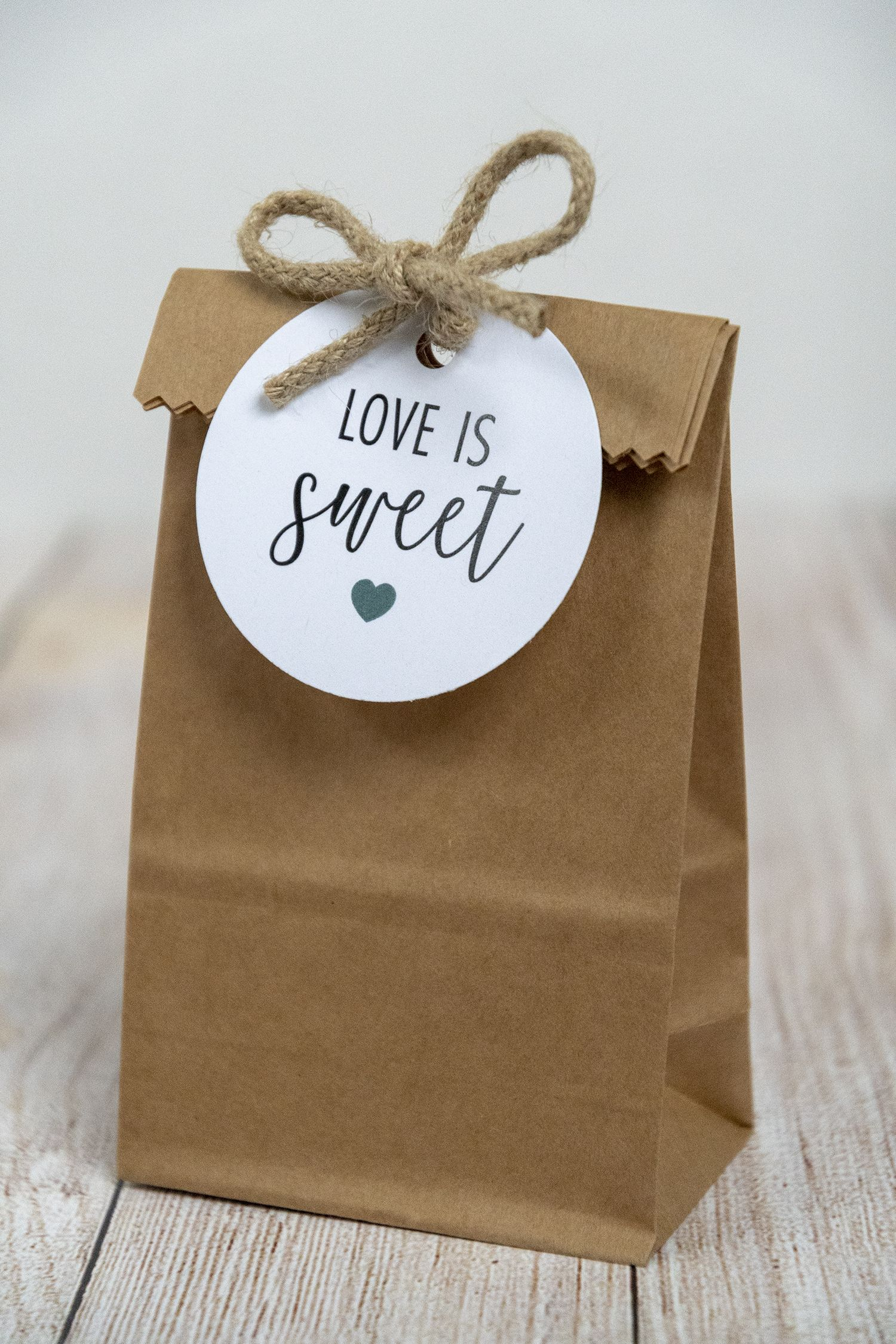 Love is Sweet Wedding Favor Tags FREE Printable. Gift tags for your wedding or bridal shower favors. A great idea for wrapping cookies, candy bags, chocolate, or cupcakes. #loveissweet #weddingfavorideas #chocolateweddingfavors #bridalshowerfavorideas