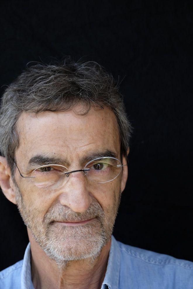 Joan-Ramon Laporte es jefe del servicio de farmacología del Hospital Vall dHebron. Es catedrático de farmacología en la UAB y dirige la Fundación Instituto Catalán de Farmacología