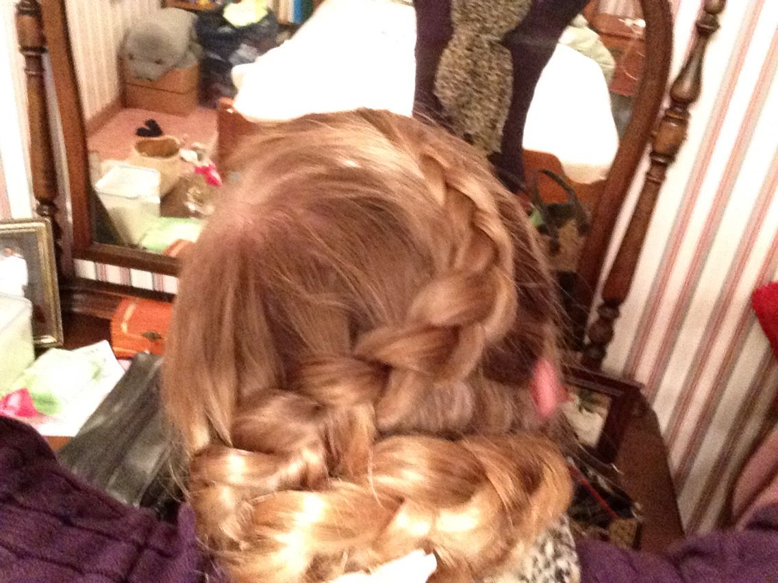 Part of the Dutch flower braid the beginning of it