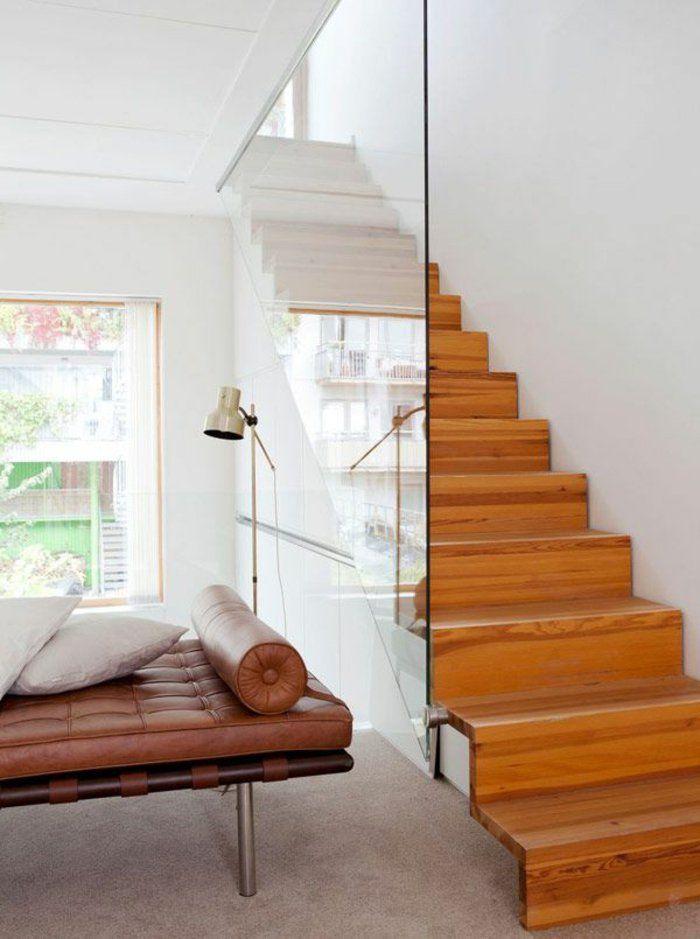 treppengeländer glas hölzerne treppenstufen wohnideen ledersofa - unter der treppe wohnideen