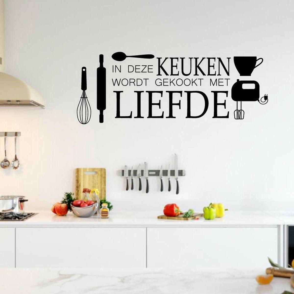 Muursticker In Deze Keuken Wordt Gekookt Met Liefde Groen 80 X 30 Cm In 2021 Muurstickers Keuken Stickers Muurteksten