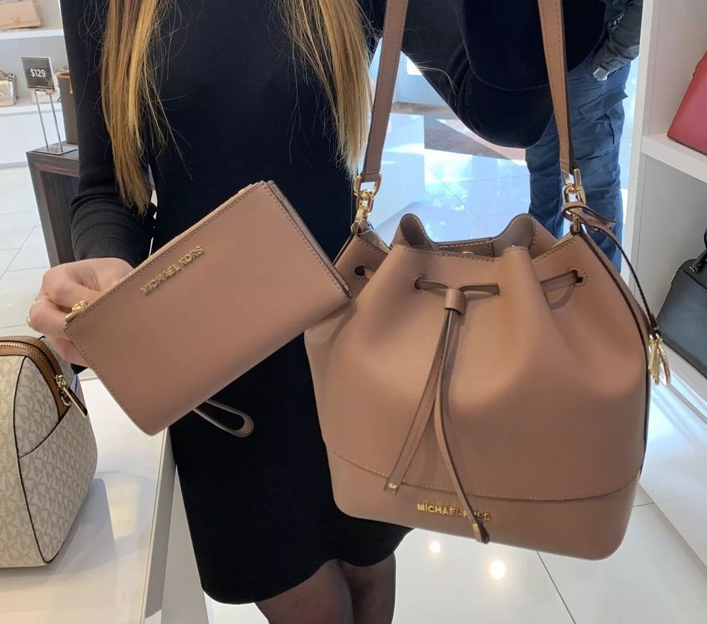 7133aad1312c11 NWT Michael Kors Trista MD Bucket Bag Leather Drawstring + Wallet (Dusty  Rose)