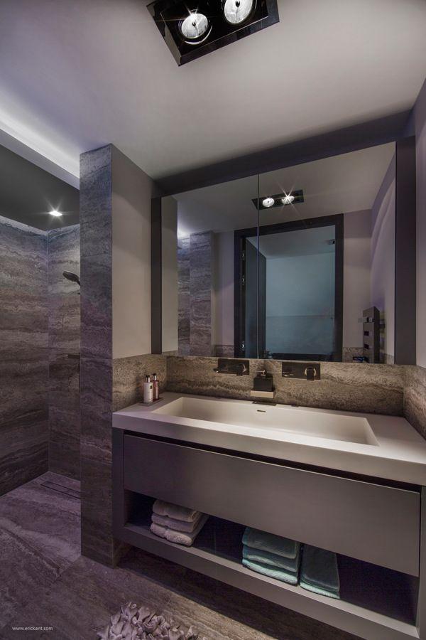Ultramodern Sleek House With Sharp Lines Bathroom Interior