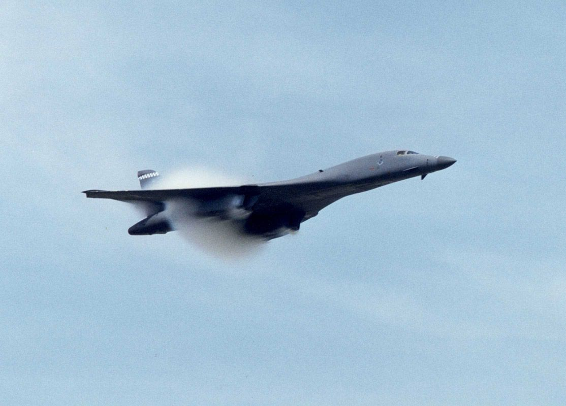 b1 bomber at top speed