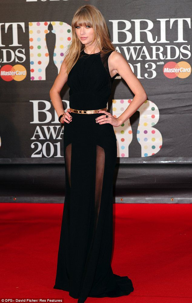 Showing Harry what he\'s missing? Taylor Swift dazzles on the red ...