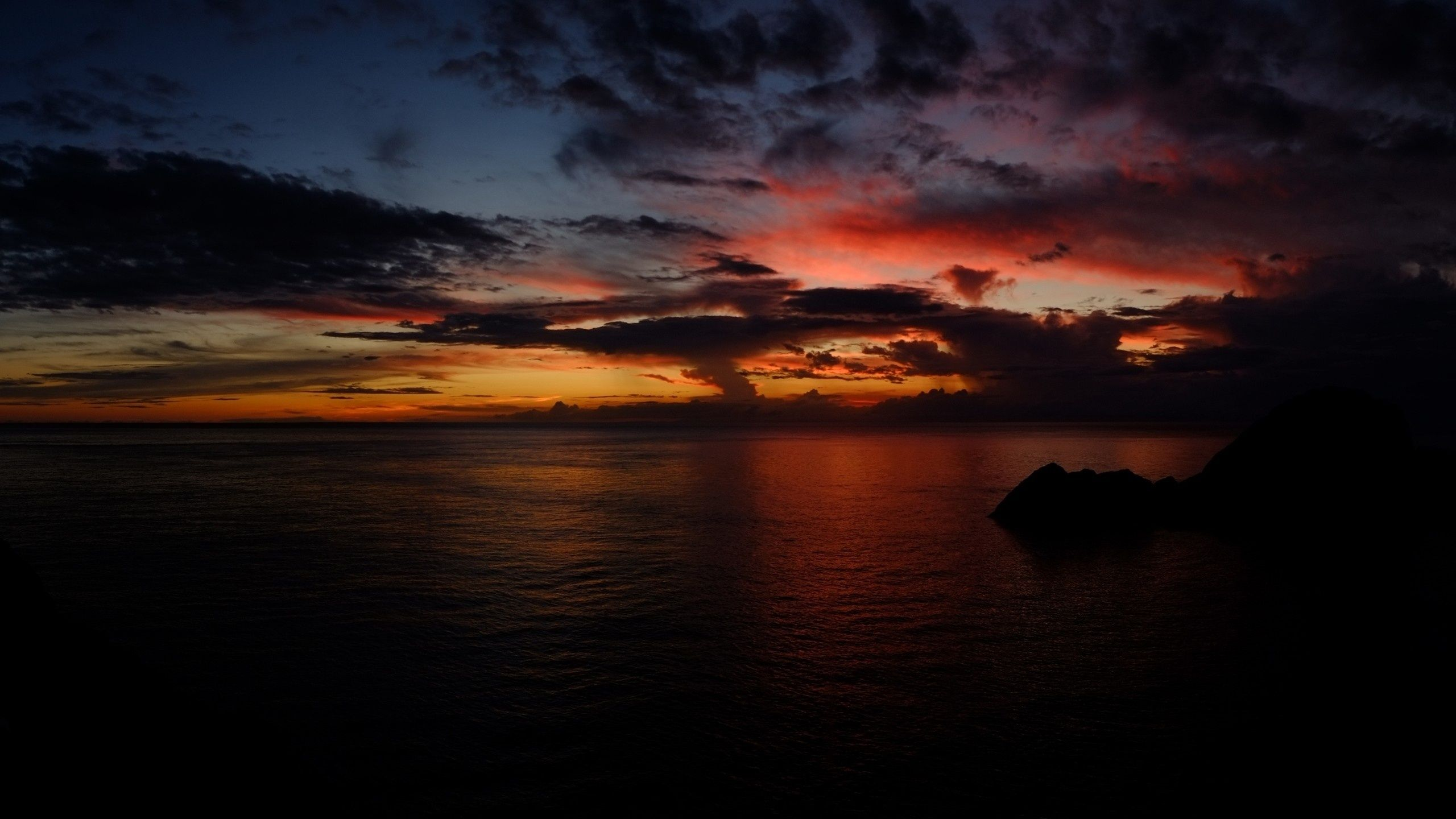 dark sunset hd 2560x1440 Sunset Clouds & Dark Ocean