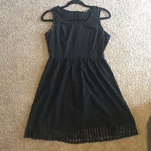 I just discovered this while shopping on Poshmark: Black dress. Check it out! Price: $15 Size: S