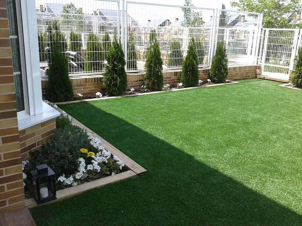 Césped artificial Paraiso en terraza de chalet particular ubicado en