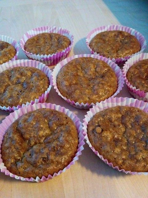 Mantelijauhoja n. 0,5 dl, Kaurahiutaleita 1 dl,  Luomu kookosöljyä 0,5 dl,  Maitoa tai muuta nestettä 1,5 dl,  2 kokonaista munaa,  1 dl Fast pudding, creme caramel (voit käyttää mitä makua vain),  Raakakaakaojauhetta 1 tl,   Mulperi marjoja ( murskattuna).    Sekoita munat ja sulatettu kookosöljy keskenään. Lisää mantelijauhot ja maito, jonka jälkeen lisää kaurahiutaleet ja Fast pudding-jauhe. Maistele seosta ja lisää makeutta mikäli haluat. Mielestäni pudding-jauhe on itsessään niin makea…