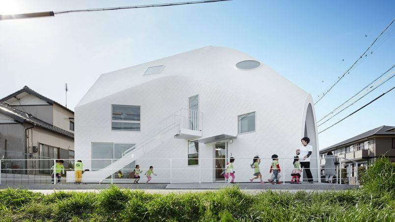 Avant/après  une maison japonaise transformée en école - facade de maison contemporaine