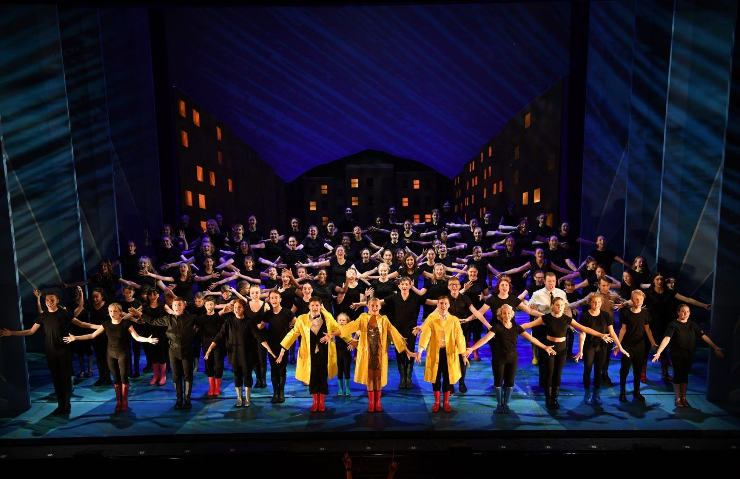 Theatre Review Singin In The Rain Theatre Reviews Dramatic Music Singing In The Rain