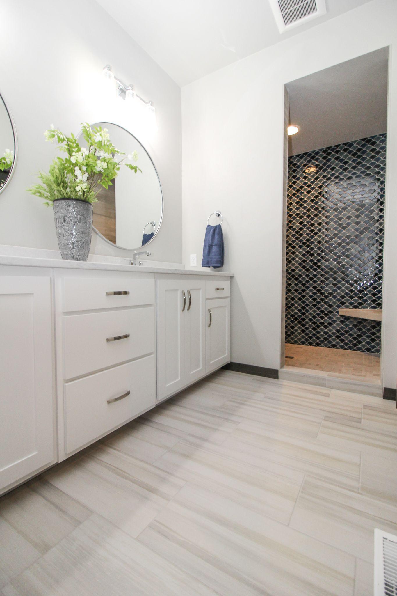 Classic Master Bath In 2020 White Wood Floors Porcelain Tile Floor Kitchen Shower Tile