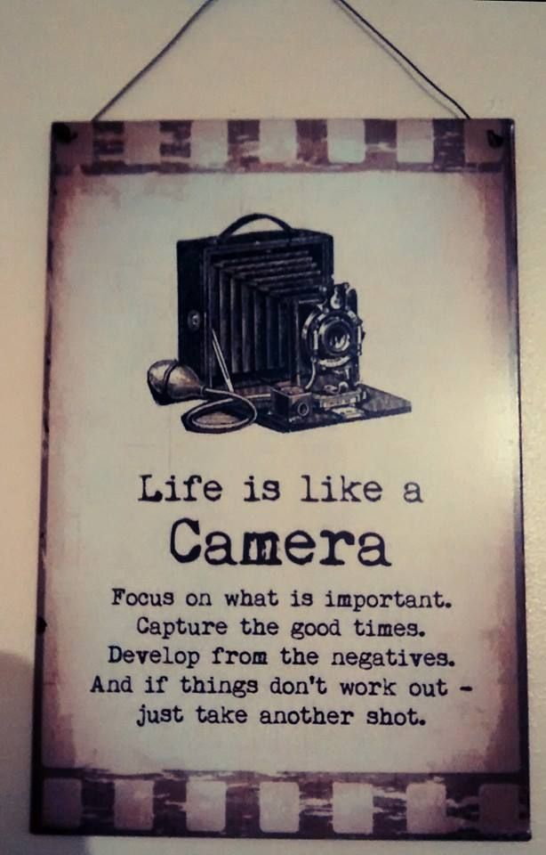 La vita è come una foto Metti a fuoco ciò che è importante Ricorda i momenti più belli Sviluppa dal negativo Se le cose non vanno per il verso giusto prova ancora ...  Ps: Se sorridi viene meglio!