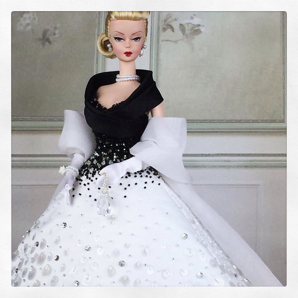 """Second in our """"The Great Divas"""" series, here is one of the most elegant and classy actress of all....inspired to Grace Kelly and her iconic outfit in """"Rear Window"""", we reinterpretate the look in a wide ball gown #barbies #barbie #silkstone @barbiestyle @t"""