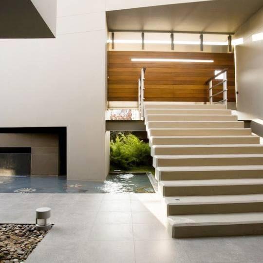 Elementi architettonici trasformati in pura decorazione.