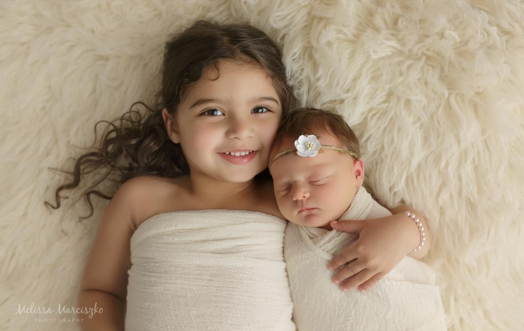 Sibling photo melissa marciszko photography plano newborn photographer