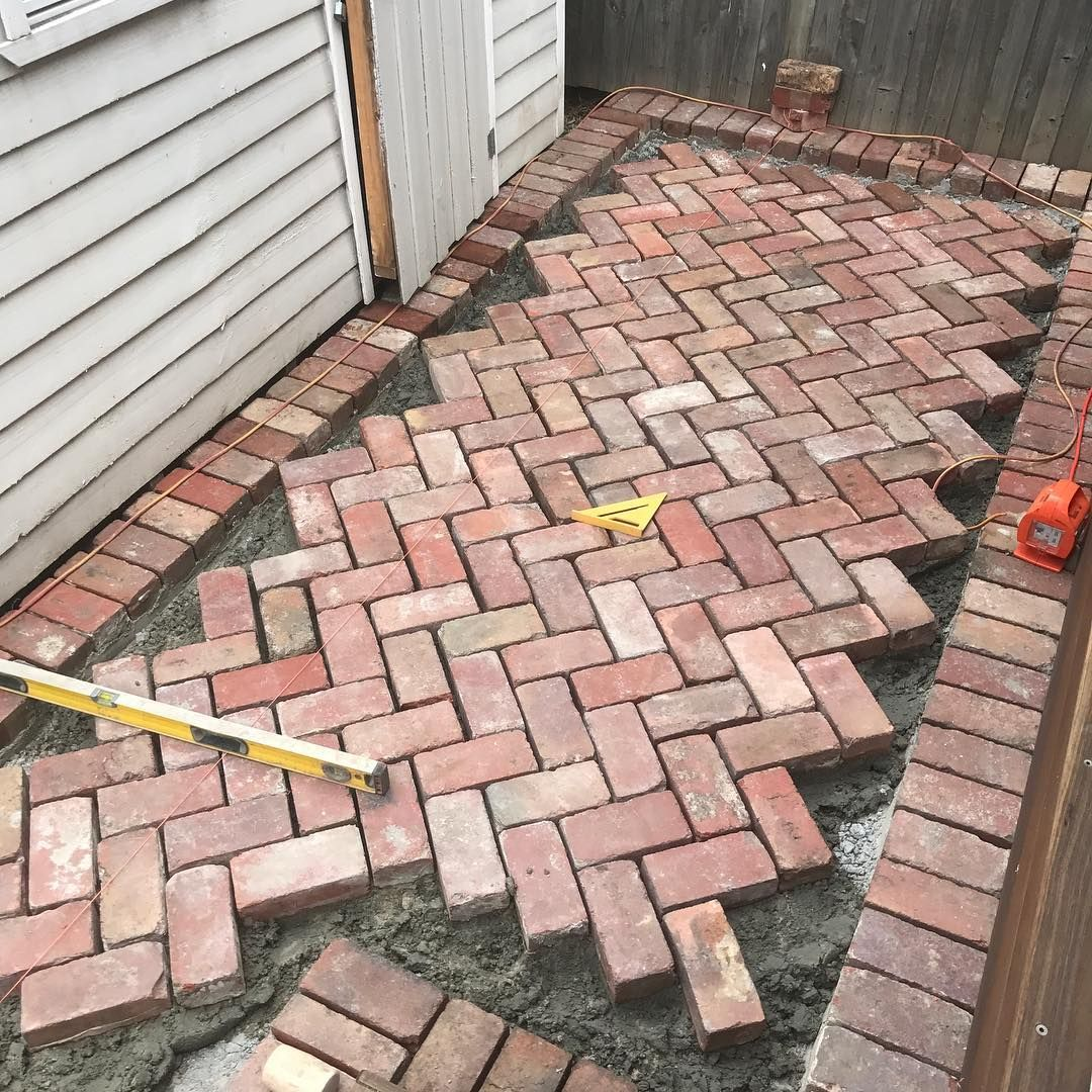 Making Progress On Our Current Project With Some Old Red Brick Paving In 45 Degree Herringbone Redbrick Paving 4 Brick Patios Brick Paver Patio Brick Garden