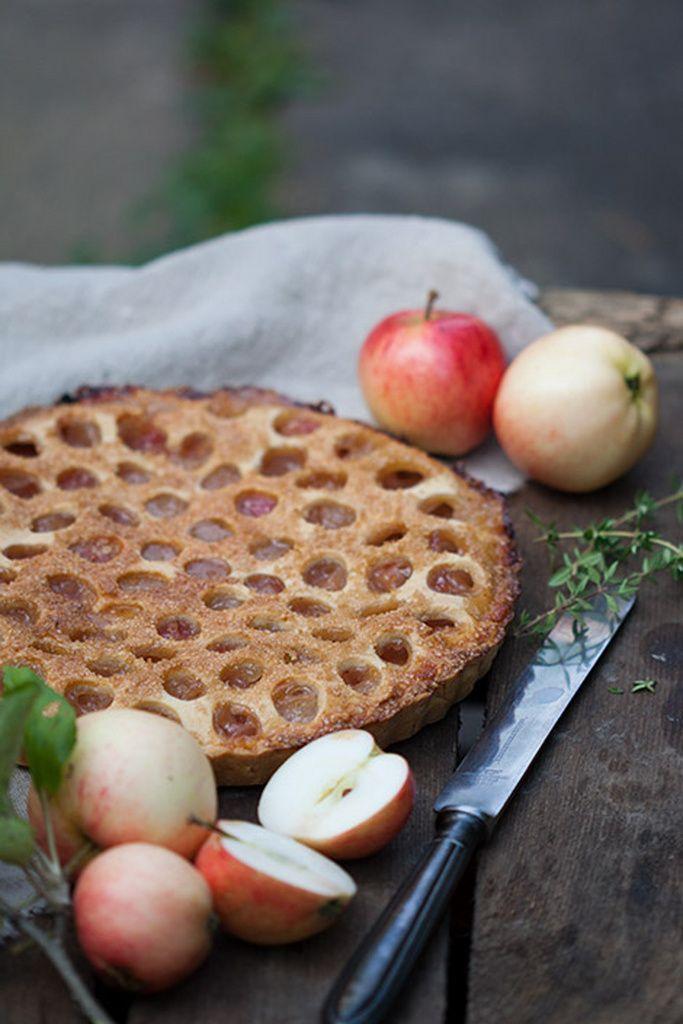 Jos haluat vielä mehevämmän piirakan, leivo se korkeampaan vuokaan ja lisää täytteen määrää.